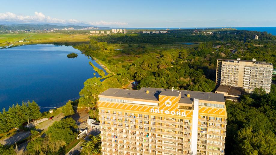 Имущественный комплекс парка Дома творчества писателей (Литфонда) при Украине был разворован. В России часть зданий удалось спасти.