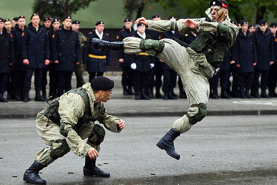 810-я бригада ВМФ РФ на показательных вступлениях в Севастополе