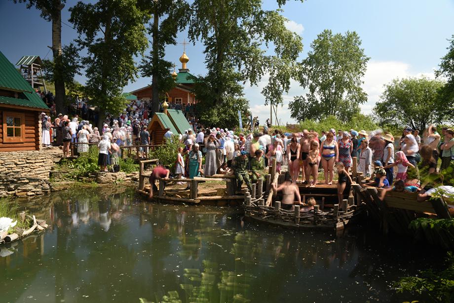 Православный праздник возле Боголюбского источника. Деревня Сарсы, 2018 год