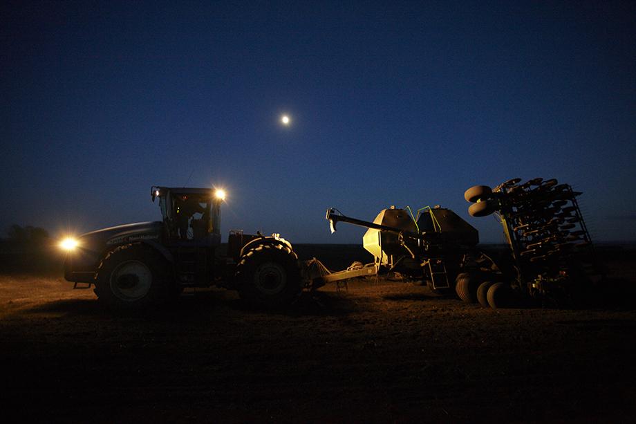 Ночные полевые работы. Деревня Большая Тавра, 2011 год