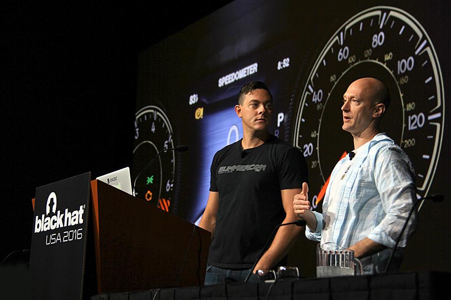 Чарли Миллер (справа) и Крис Валасек