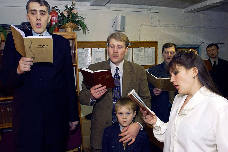 «Свидетели Иеговы» на воскресном конгрессе (молебне). Чита. 2006 год .