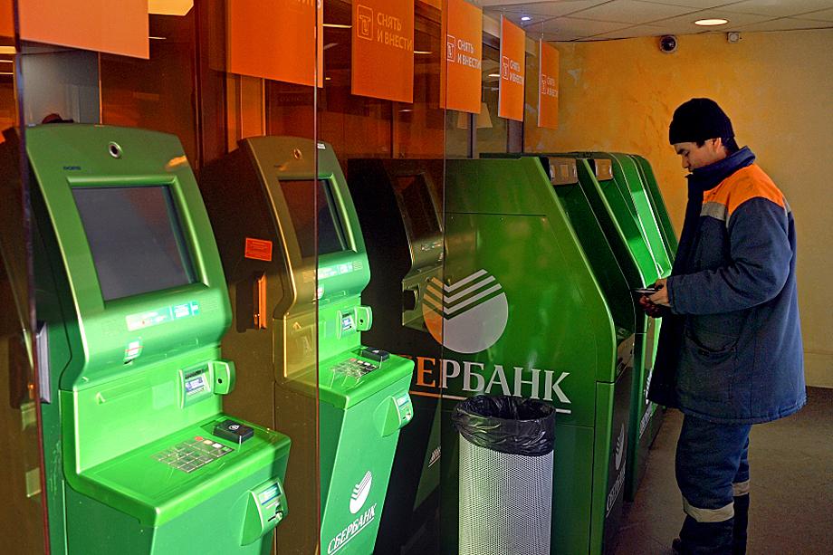 «Своевременные меры»: Сбербанк заявил о намерении брать плату за переводы, превышающие 50 тысяч рублей