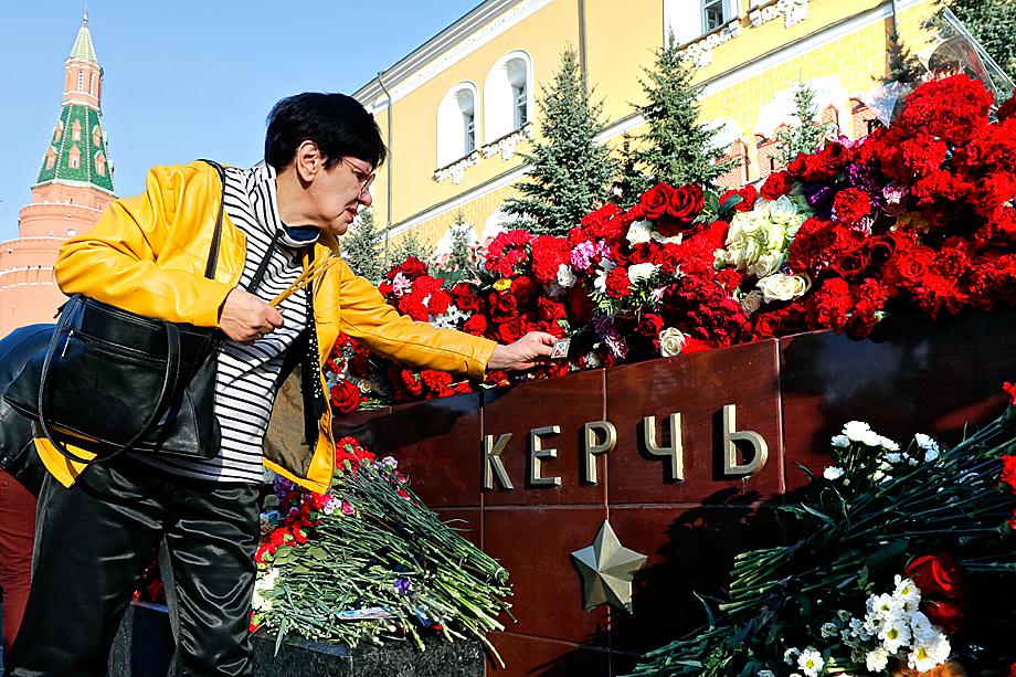 События в Керчи отозвались болью у всех россиян. Акция памяти погибших в Александровском саду