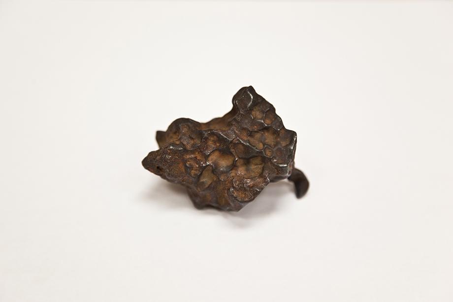 Железный метеорит. Лаборатория УрФУ