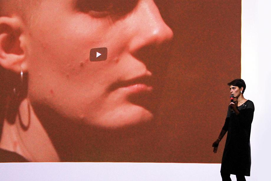 Катрин Ненашева пытается привлечь внимание к проблеме тотальной слежки