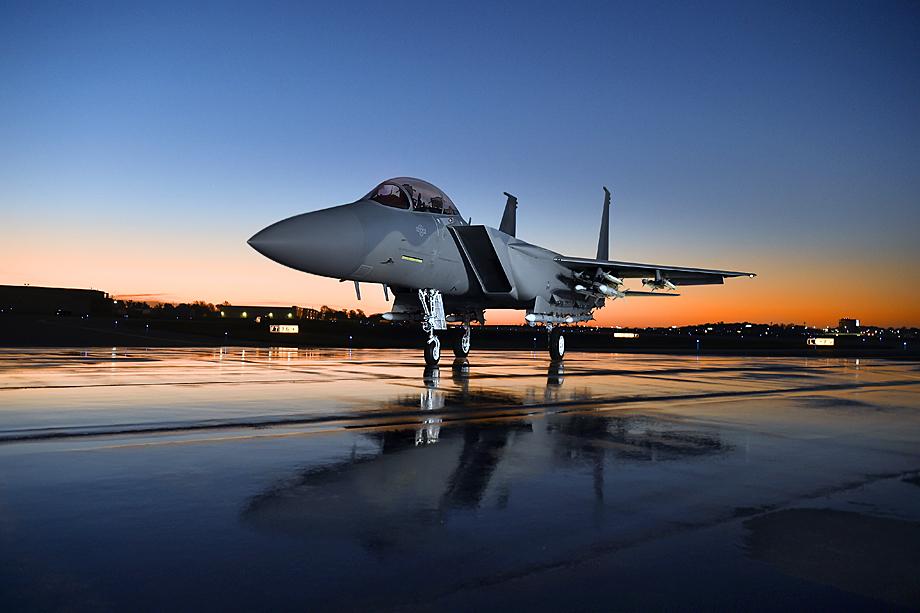 Истребитель-бомбардировщик F-15 – далеко не единственное, что Пентагон закупает у Boeing