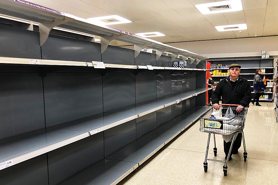 «В два часа ночи мы ехали в круглосуточный супермаркет TESCO и там впервые почувствовали начало апокалипсиса».