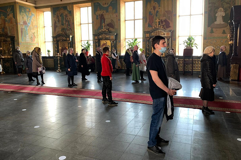 Богослужение в храме Целителя Пантелеимона