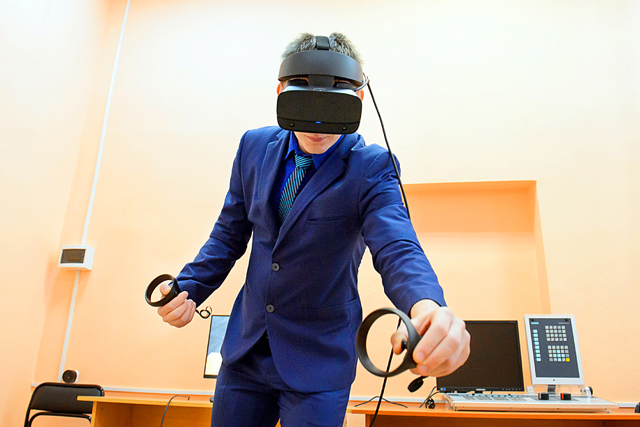 Занятия по специальности «Монтаж, техническая эксплуатация и ремонт промышленного оборудования» проходят на VR-тренажёре.