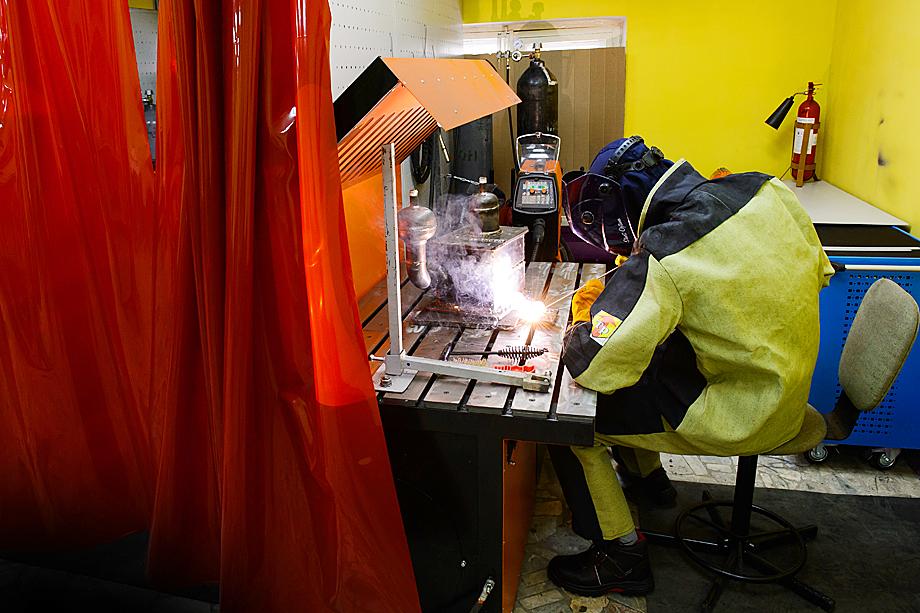 Сварочная лаборатория оборудована самыми современными аппаратами фирмы Kemppi.