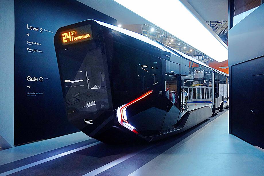 Трамвай R1.