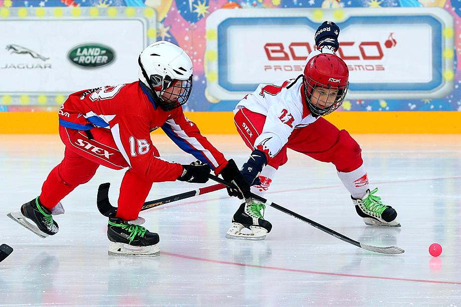 Сейчас, в самоизоляции, юные хоккеисты скучают по своим занятиям.
