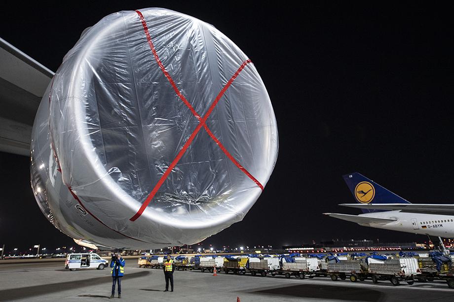 Также во втором пакете предусмотрена помощь авиакомпаниям, работа которых практически остановлена.