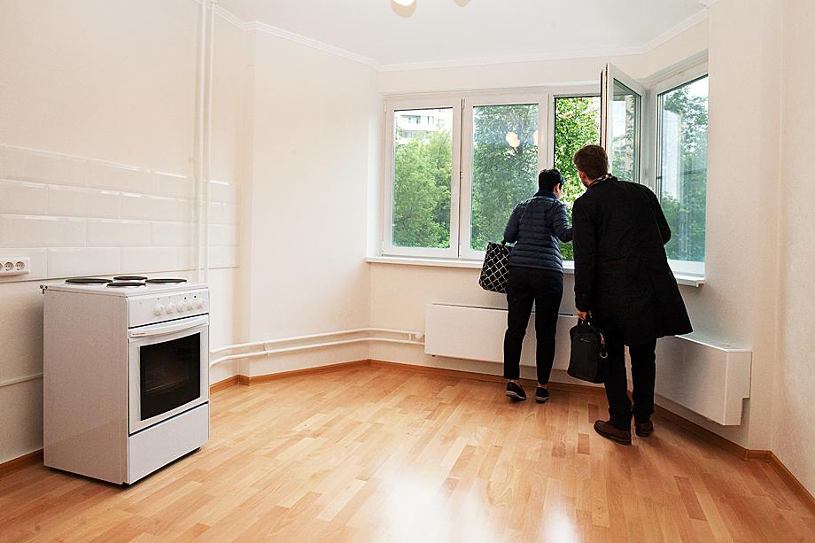 После падения курса рубля и введения налогов на депозиты состоятельные россияне ринулись покупать недвижимость, чтобы сохранить свои сбережения.