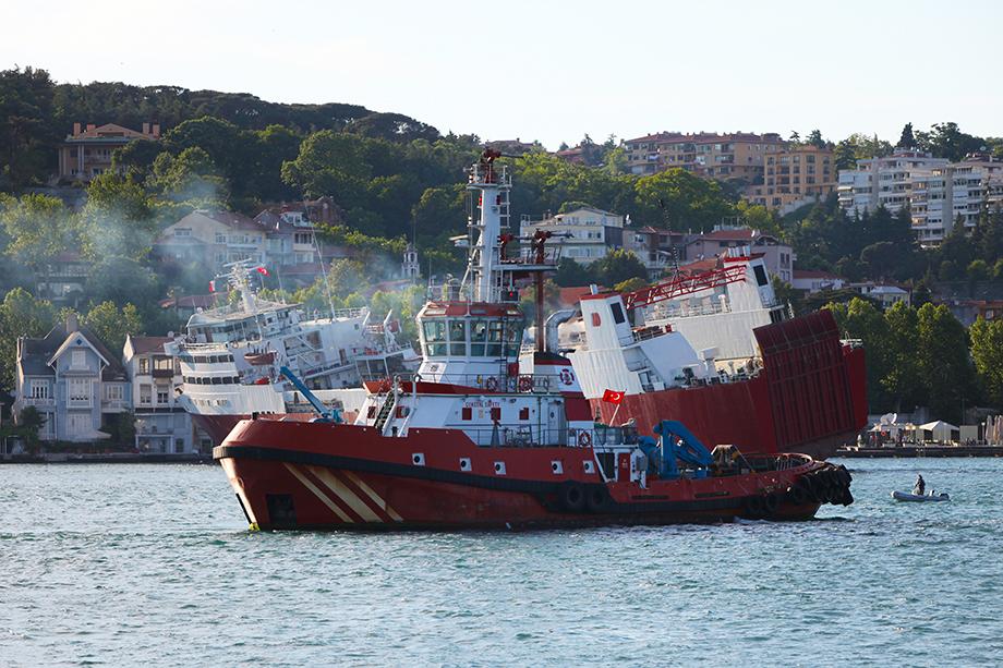 Босфор – невероятно сложный с точки зрения судоходства пролив. Аварии здесь происходят регулярно.