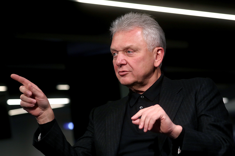Именно бывший министр промышленности Виктор Христенко «продвигал» Марка Лейвикова.