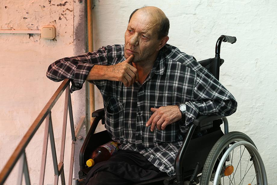 «Поехать в поликлиники инвалиды и пенсионеры не смогли. В первый же день изоляции им первым заблокировали проездные».