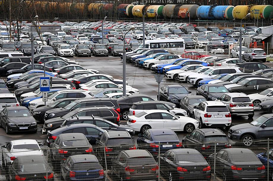 Стагнация на автомобильном рынке – следствие роста курса валют и закрытия автосалонов практически по всей стране из-за введения карантинных мер.