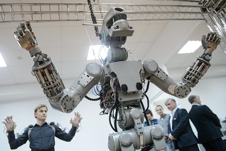 Робот-спасатель «Фёдор», созданный на базе НПО «Андроидная техника», выполняет задания оператора, может ориентироваться в пространстве и выполнять голосовые команды.