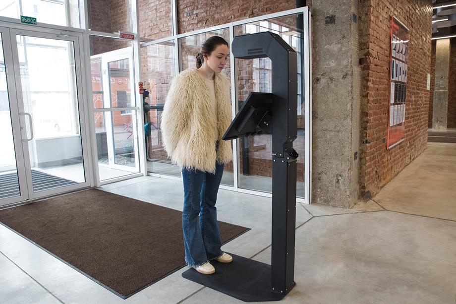 Терминал для измерения температуры, созданный компанией Promobot.