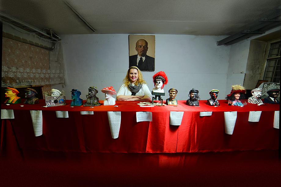 Все экспонаты хранятся в музее советского быта.
