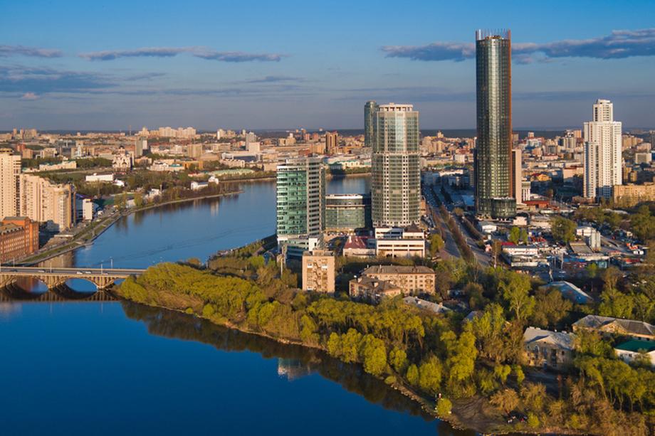 В начале 2000-х недоочищенные воды сбрасывались в реку Исеть, протекающую по самому центру Екатеринбурга.