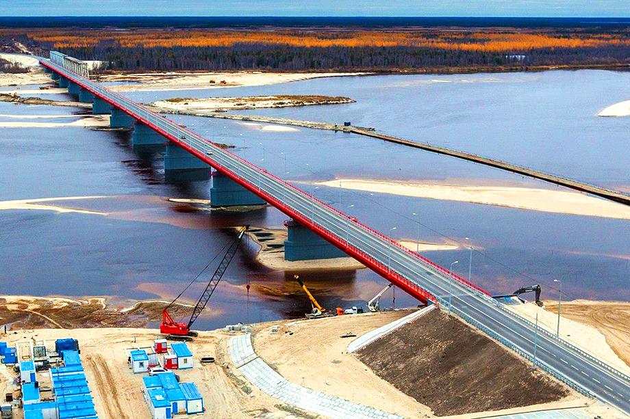 Мост через реку Надым в Ямало-Ненецком автономном округе.