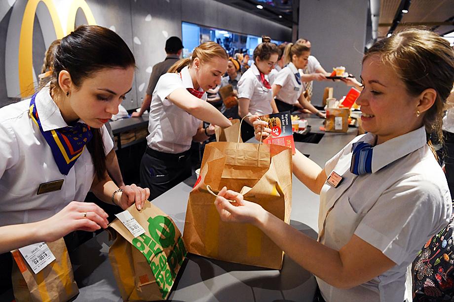 Молодёжь в государственной структуре России оказалась у обочины. Работа – за копейки, востребованности и мотивации – ноль.