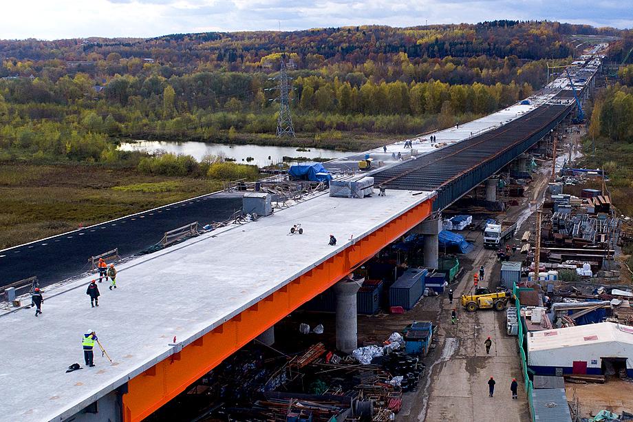 Путин предложил перераспределить средства, которые должны были пойти на реализацию некоторых нацпроектов, одним из них стал проект «Безопасные качественные дороги».