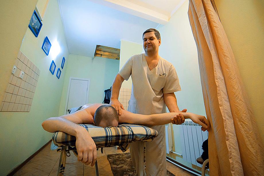 А еще Войцеховский – массажист. Так что свободного времени почти нет.
