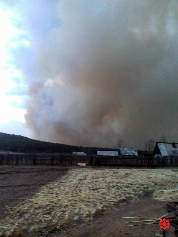 Огонь находится примерно в 400 метрах от поселения