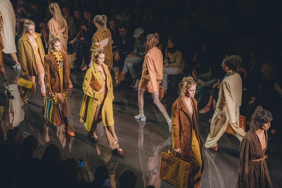 Знаменитая и обычно многолюдная Milan Fashion Week прошла за закрытыми дверями, без журналистов, публики и покупателей.