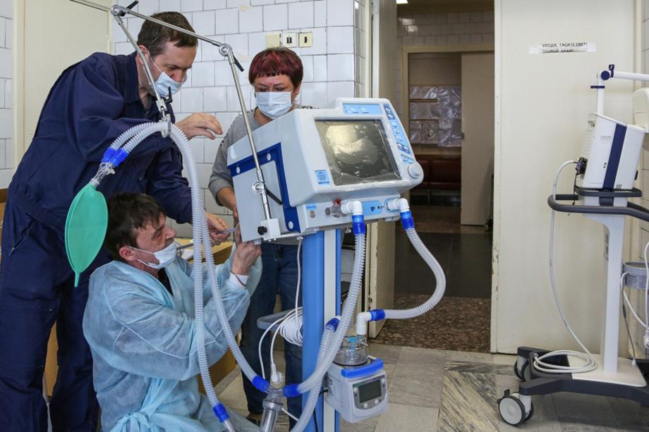 Больницы во всех регионах России ждут отечественные аппараты для ИВЛ.