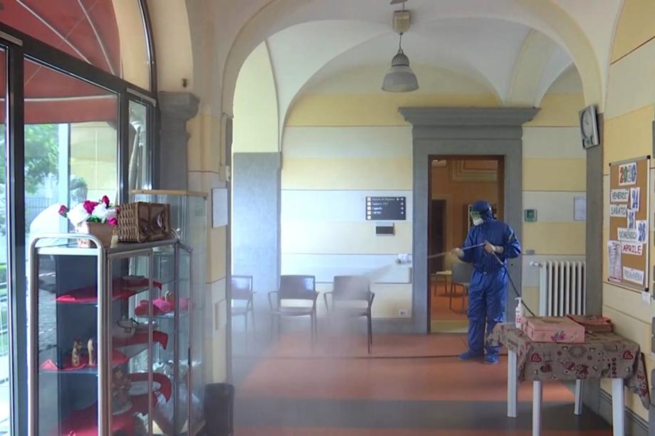 Италия подверглась глубокой дезинфекции, в которой принимали участие и российские военные.
