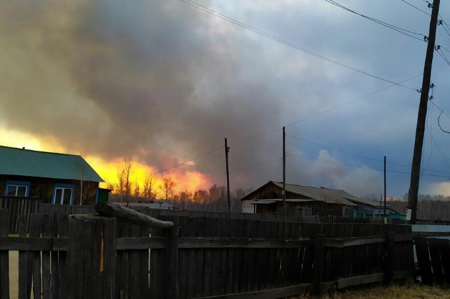 Пока эксперты спорят о том, кто и как должен тушить пожары, простые люди теряют дома.