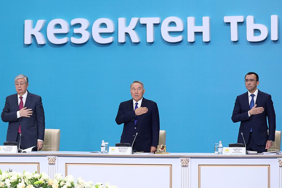 Президент Казахстана Касым-Жомарт Токаев, бывший президент Казахстана Нурсултан Назарбаев и Маулен Ашимбаев (слева направо).