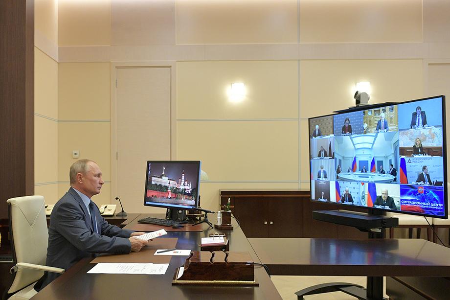 Президент России Владимир Путин во время совещания с Правительством РФ по экономическим вопросам в формате видеоконференции.
