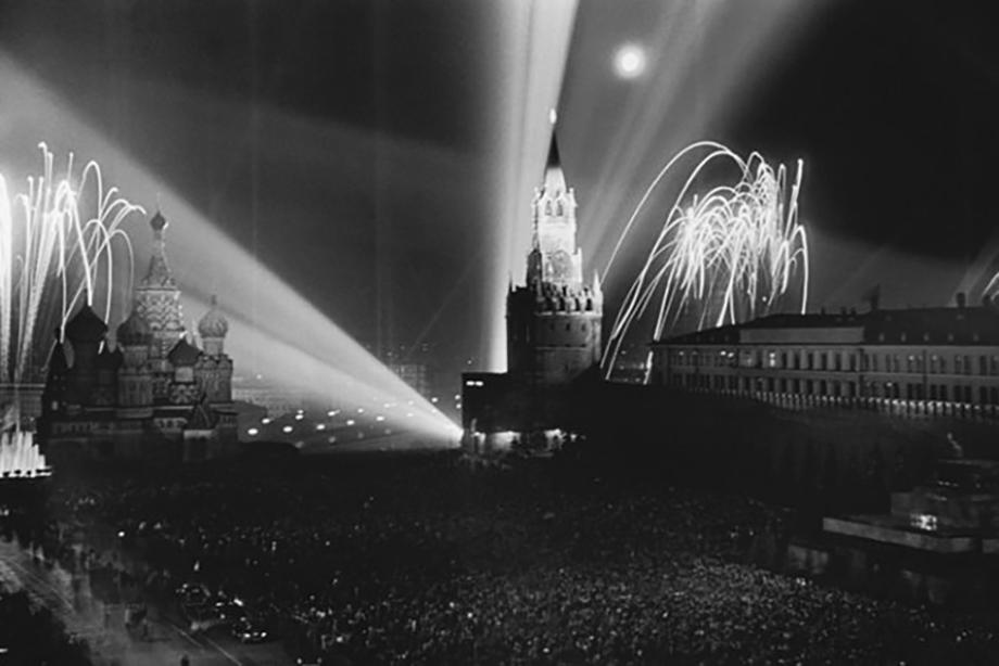 Салют Победы. 9 мая 1945 года.