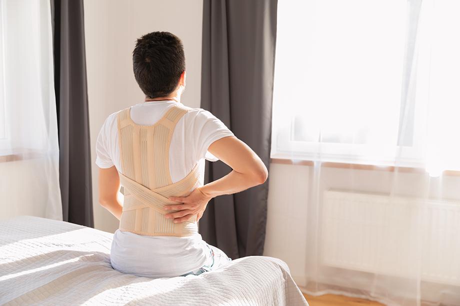 Эффект осиной талии достигается не просто за счёт проведения достаточно сложной хирургической операции. Последующие несколько месяцев необходимо постоянно носить утягивающий корсет и соблюдать жёсткую диету.