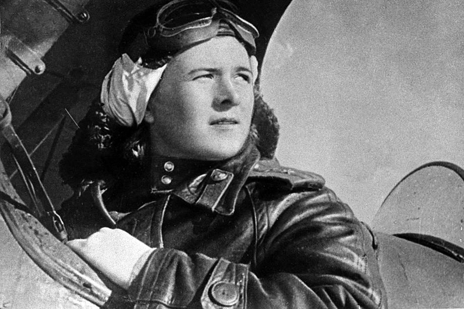 Командир 46-го гвардейского авиационного полка подполковник авиации Евдокия Давидовна Бершанская.