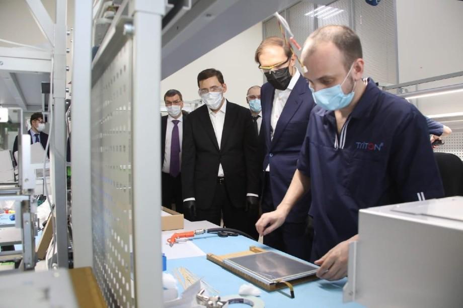 Министр промышленности Денис Мантуров на Уральском приборостроительном заводе
