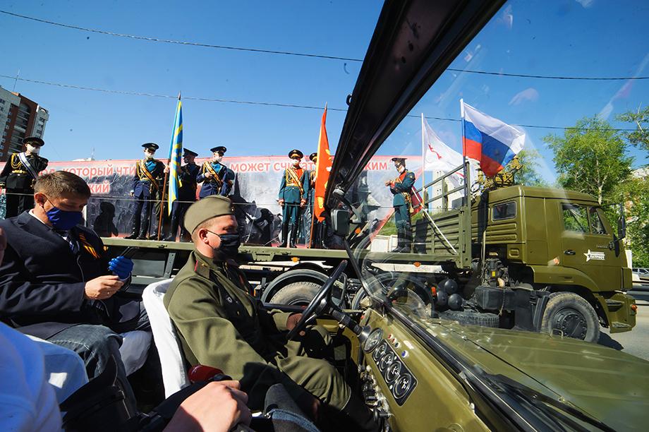 В военном кабриолете.