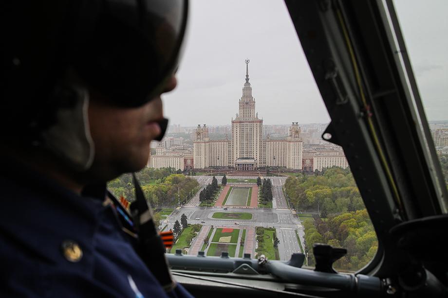 В кабине боевого вертолёта, Москва