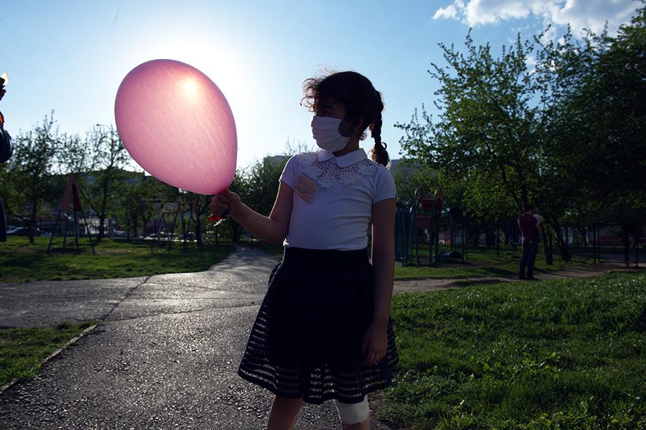 Девочка и шарик.