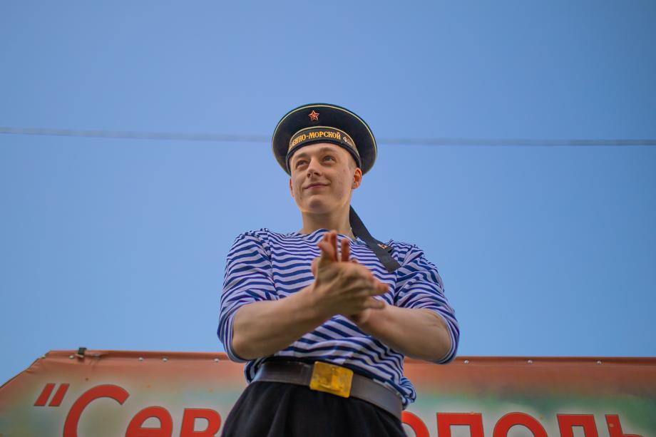 Актёр на параде