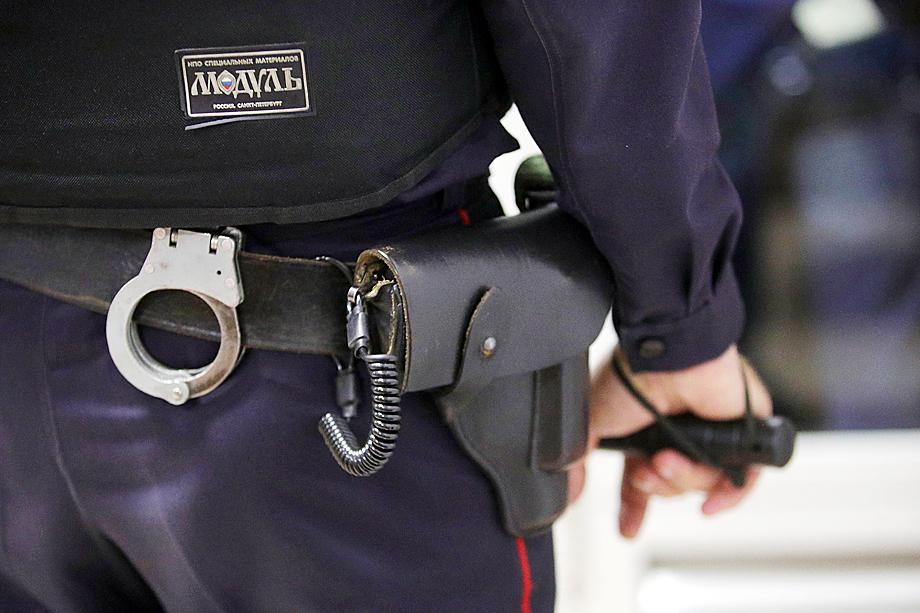 Теперь представители полиции имеют право использовать оружие и в «действиях, позволяющих расценивать их как угрозу нападения».
