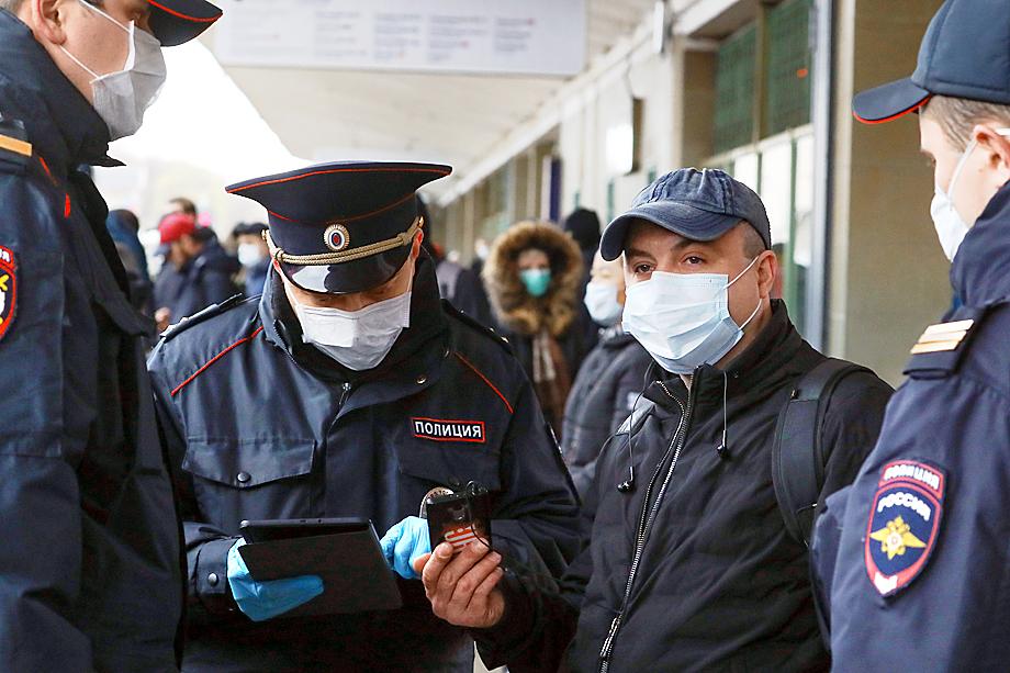 Когда в московском метро произошла давка после введения электронных пропусков, Сергей Собянин обвинил во всём московское ГУВД.
