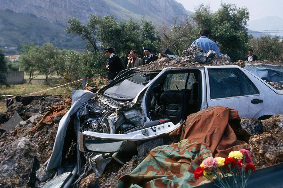Джованни Фальконе был символом борьбы с мафией и погиб в подстроенной ей автокатастрофе. Взрыв был такой силы, что Национальный институт геофизики и вулканологии Италии зафиксировал его как землетрясение.