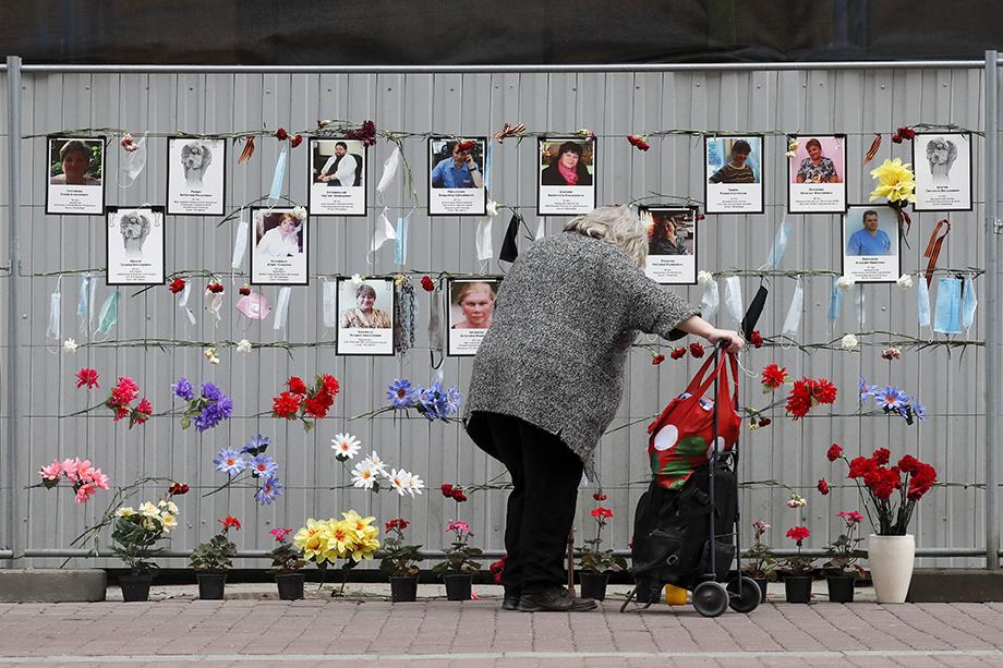 Ежедневно врачи, работающие с заражёнными коронавирусом больными, рискуют не только здоровьем, но и жизнью. Народный мемориал в память об умерших из-за коронавируса медицинских работниках в Санкт-Петербурге.